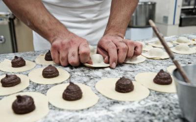 Comment réaliser des gâteaux à la viande et au chocolat: 'Mpanatigghi siciliens